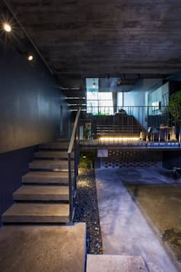 STH - Nhà thang:  Hành lang by deline architecture consultancy & construction