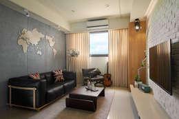 悠遊世界的旅行:  客廳 by 趙玲室內設計