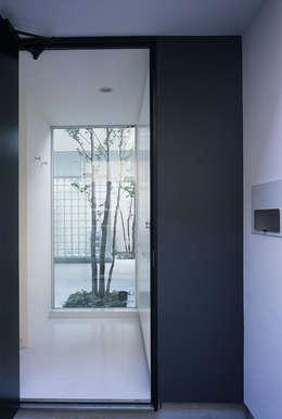 新小岩の家: Studio Noaが手掛けたリビングです。