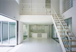 新小岩の家: Studio Noaが手掛けた廊下 & 玄関です。