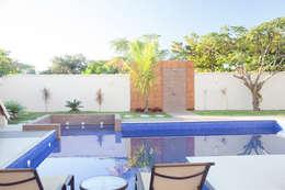 Piscina: Piscinas de jardim  por MORSCH WILKINSON arquitetura