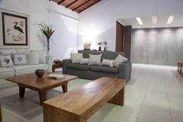 Sala de Estar: Salas de estar modernas por MORSCH WILKINSON arquitetura