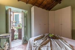 eclectic Bedroom by Sapere di Casa - Architetto Elena Di Sero Home Stager