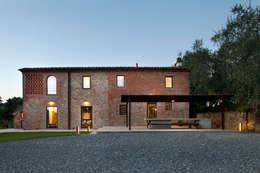 rustikale Häuser von MIDE architetti