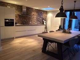 Maatwerk keuken (industrieel):  Inbouwkeukens door Joep! Keuken- en Interieurwerk