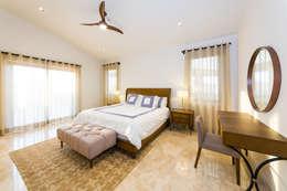modern Bedroom by MAR STUDIO