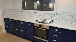 Cooking Area: modern Kitchen by Cape Kitchen Designs
