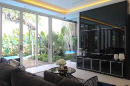 SL RESIDENCE:  Ruang Keluarga by ALIGN architecture interior & design