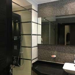 فيلا بالتجمع الخامس - القاهرة الجديدة:  حمام تنفيذ POINT Design.