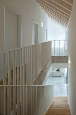 moderner Flur, Diele & Treppenhaus von MIDE architetti