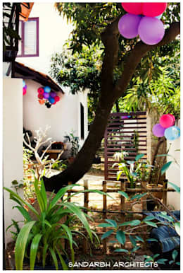 Sharada: eclectic Garden by Sandarbh Design Studio