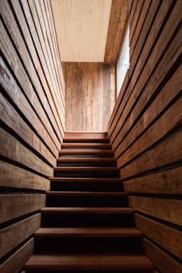 Cabaña Tunquen: Pasillos y hall de entrada de estilo  por Dx Arquitectos