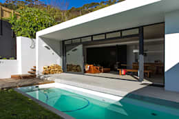 ALTERATION SEA POINT, CAPE TOWN:  Patios by Grobler Architects