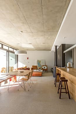 ALTERATION SEA POINT, CAPE TOWN: minimalistic Dining room by Grobler Architects
