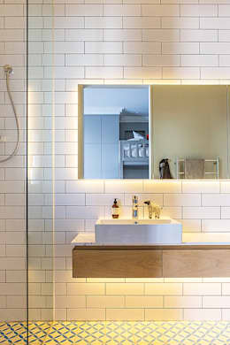 ALTERATION FRESNAYE, CAPE TOWN: modern Bathroom by Grobler Architects