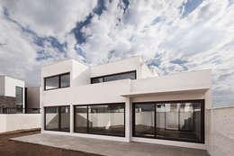 Casa Montemar 3: Condominios de estilo  por Bauer Arquitectos