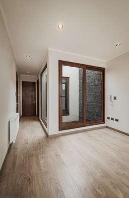 Casa Montemar 3: Dormitorios de estilo moderno por Bauer Arquitectos
