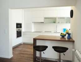 Cocinas de estilo moderno por GAAPE - ARQUITECTURA, PLANEAMENTO E ENGENHARIA, LDA