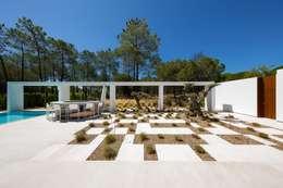 Villa Almancil: Jardins minimalistas por Jardíssimo