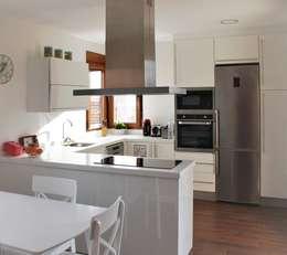 廚房 by mh11arquitectos