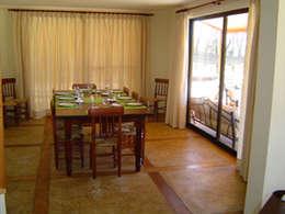 Casas unifamiliares de estilo  por AOG SPA