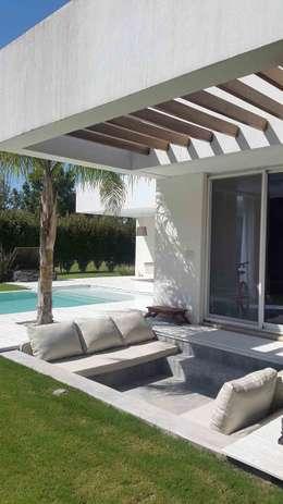 Casa Suriguez: Jardines de estilo moderno por Estudio Victoria Suriguez