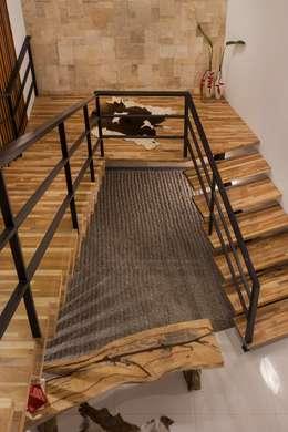 kbp house:  Koridor dan lorong by e.Re studio architects