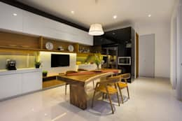 kbp house:  Ruang Makan by e.Re studio architects