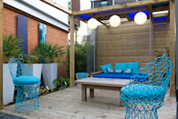 Pergola with swing: modern Garden by Earth Designs