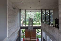 Casa HK: Claraboyas de estilo  por Ciudad y Arquitectura