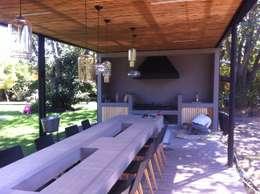 QUINCHO BUIN: Terrazas  de estilo  por [ER+] Arquitectura y Construcción