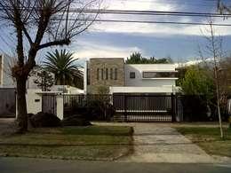 CASA GARRI: Casas de estilo mediterraneo por [ER+] Arquitectura y Construcción