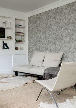 Arctic Fever Burst : Paredes y pisos de estilo clásico por BIANELLA