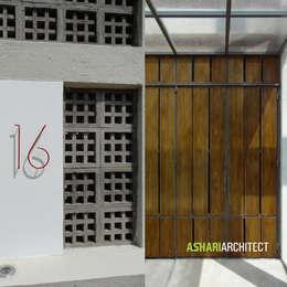 Puertas de estilo  por Ashari Architect