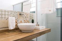 浴室 by INTERIOR - DECORAÇÃO EMOCIONAL