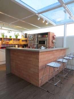 Cocinas de estilo rústico por Paula Oliveira Szabo Arquitetura