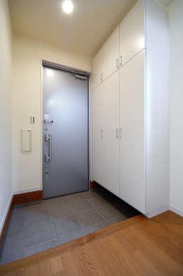 Puertas de estilo  por 前田敦計画工房