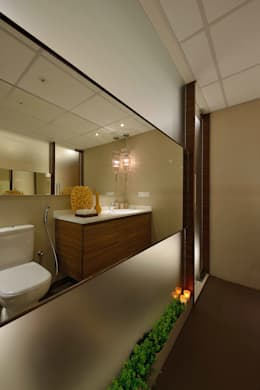 Heera High Life: modern Bathroom by SM Studio