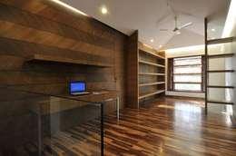 Dahanu Farmhouse: modern Study/office by SM Studio