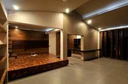 Dahanu Farmhouse: modern Living room by SM Studio