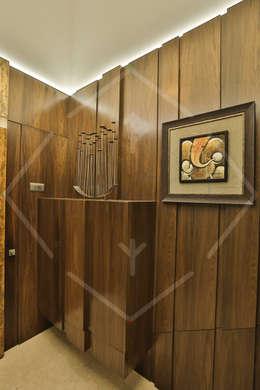 Capital Green - 3:  Corridor & hallway by SPACCE INTERIORS