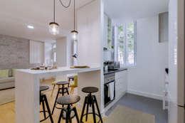 Apartamentos Alfama / Lisboa - Apartments in Alfama / Lisbon: Cozinhas modernas por Ivo Santos Multimédia