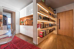 Pasillos y recibidores de estilo  por Espaço Tania Chueke