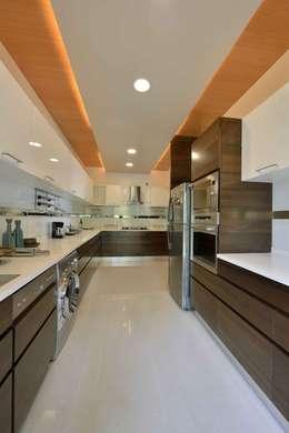 Heera Blue Water: modern Kitchen by SM Studio