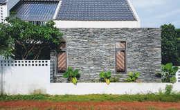 NEW HOUSE:  Tường by RÂU ARCH