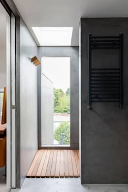 Phòng tắm by R+L Architect
