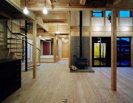 ダイニング: 有島忠男設計工房が手掛けたダイニングです。