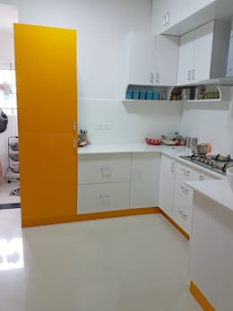 Mr. Amrish - Astro Rosewood Regency:  Built-in kitchens by DECOR DREAMS