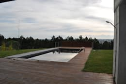 Albercas de estilo minimalista por URBAQ arquitectos s.l.