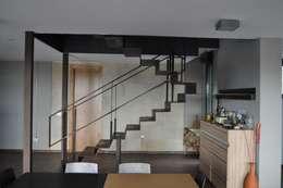 Pasillos y recibidores de estilo  por URBAQ arquitectos s.l.